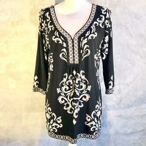 White House Black Market 3/4 Sleeve V-neck Top L